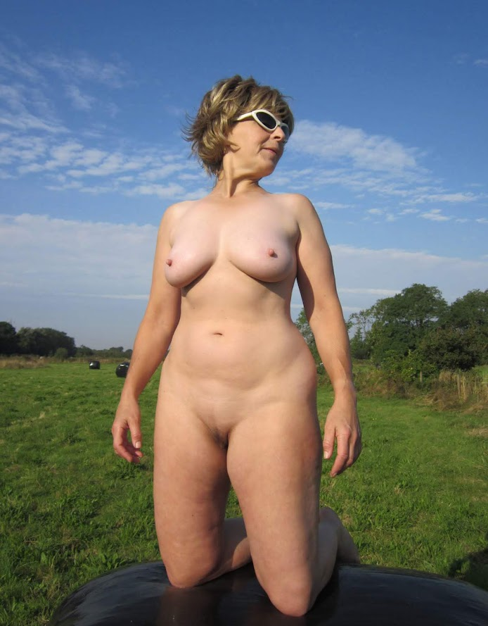 Lady Bee Sexy Mature