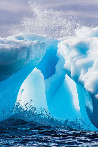 hercules-bay-glacier.jpg - Lindblad Expeditions guests get incredible views of Hercules Bay.