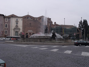Photo: The fountain in the Piazza della Repubblica.