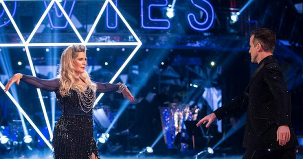 Ruth Langsford steals blonde wig off Strictly Come Dancing