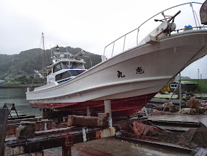 Photo: だいぶん船底汚れて、船速も落ちましたので「恵丸お掃除」です!