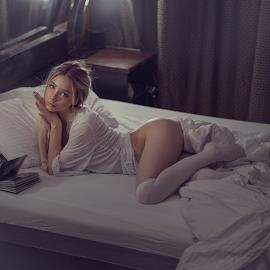 Not sleep by Dmitry Laudin - Nudes & Boudoir Boudoir ( studio, view, beauty, light, girl, portrait )