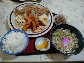 """Photo: そしてお昼ごはん! """"遠山さん""""お勧めのメニューです。 ・・・スゴイボリュームです。"""