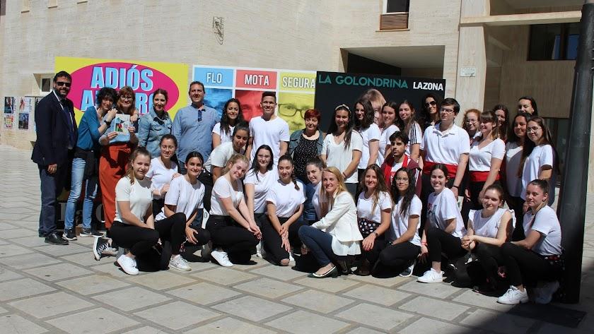 Presentación junto a un grupo de alumnos del IES Fuente Nueva.