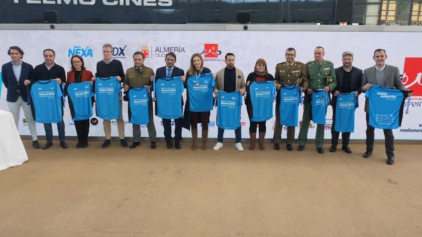 Presentación de la camiseta de la Media Maratón