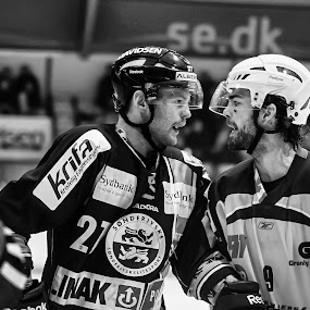 close to a fight! by M. Andersen - Sports & Fitness Ice hockey (  )