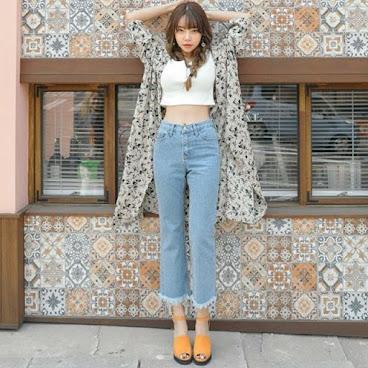 新款韓版九分顯瘦牛仔褲 $179 有興趣聯絡:6991-7992