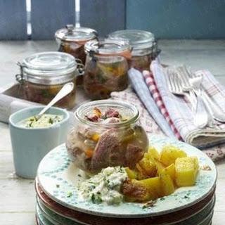Sauerfleisch im Weckglas zu Röstkartoffeln