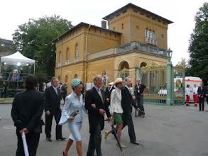 Photo: Sophie von Radowitz, née Duchess of Oldenbrug (in green) and Joseph von Radowitz