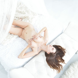 Nude(1) by 敬昕 涂 - Nudes & Boudoir Artistic Nude ( bed, studio, 2019, 敬昕 涂, alex, woman, white, 24mm, light, nude, portrait )
