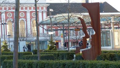"""Photo: Platz der Deutschen Einheit; Skulptur Helmut Berger """"Silhouetten"""""""