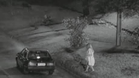 Representación de una mujer subiendo a un taxi
