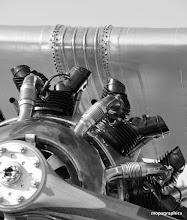 Photo: du grand art avec ses matériaux, ses nuances de métaux, ses coutures, son moteur, ...Whaoooo !