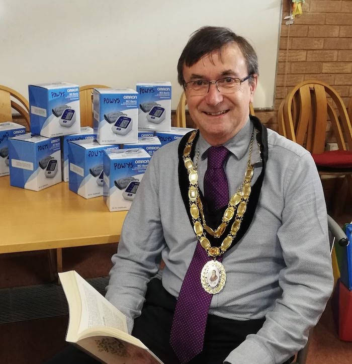 Mayor congratulates library on wellbeing sessions