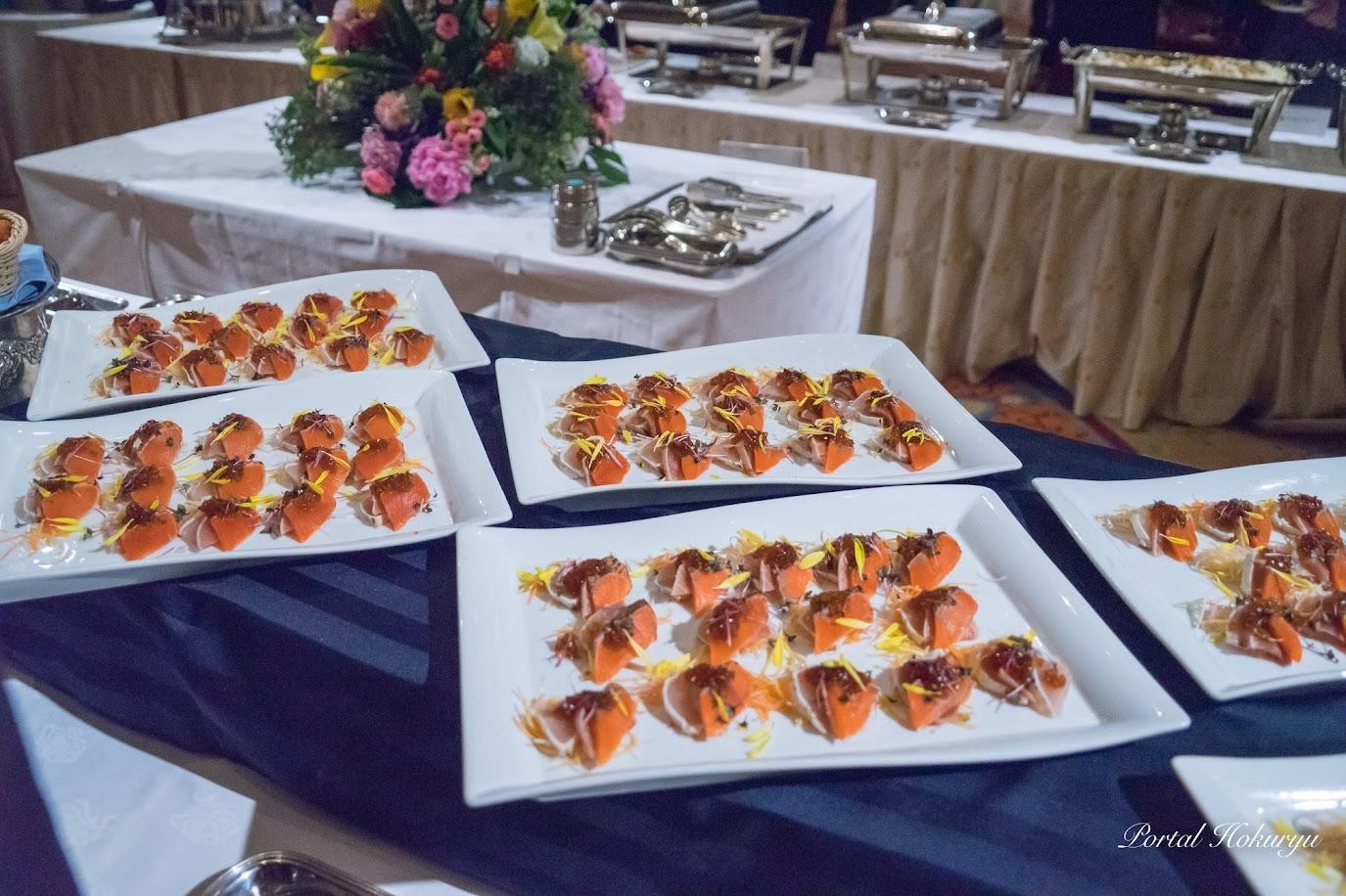 三種の魚の炙りカルパッチョ彩どり野菜添え