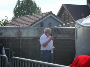 Photo: Openingswoord wordt uitgesproken door de voorzitter van Geitenfokvereniging DES de heer P. van Leeuwen.