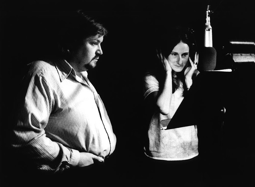 Jussi ja Linda Hargrove, lauluosuuksia purkittamassa