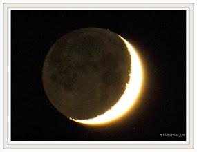Photo: Neumond auf der Postalm  new moon / Luna / nouvelle lune / new moon / noorkuu Datum und Uhrzeit (Original)2011:10:29    19:03:00 PENTAX K-7  ISO 800 Belichtung 2.5 Sek. Brennweite 800mm  Neumond ist - wenn man die Lage der Himmelskörper betrachtet - das genaue Gegenteil von einer Mondfinsternis: Bei Neumond wird nämlich nur die erdabgewandte Seite des Mondes von der Sonne beschienen. http://en.wikipedia.org/wiki/Lunar_phase