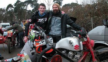 Photo: VATER und SOHN teilen sich Hobby und Sport bei der Klassikfahrt in Pfungstadt auf dem EML Gespann mit Suzuki Triebwerk.