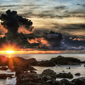 The Setting Sun by Jun Robato - Landscapes Sunsets & Sunrises ( cloud formations, sunsets, long exposure, landscapes )