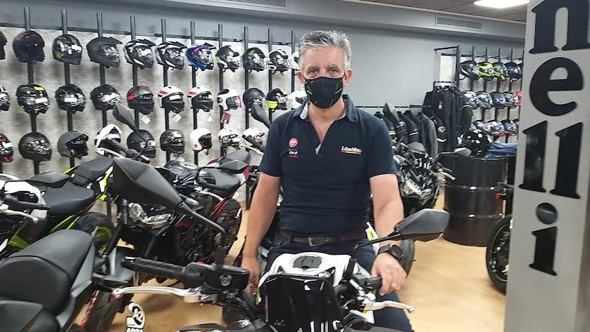 Jorge Huete, propietario de Libermoto y apasionado de las dos ruedas.