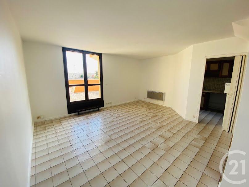 Location  appartement 3 pièces 71.39 m² à Courcouronnes (91080), 940 €