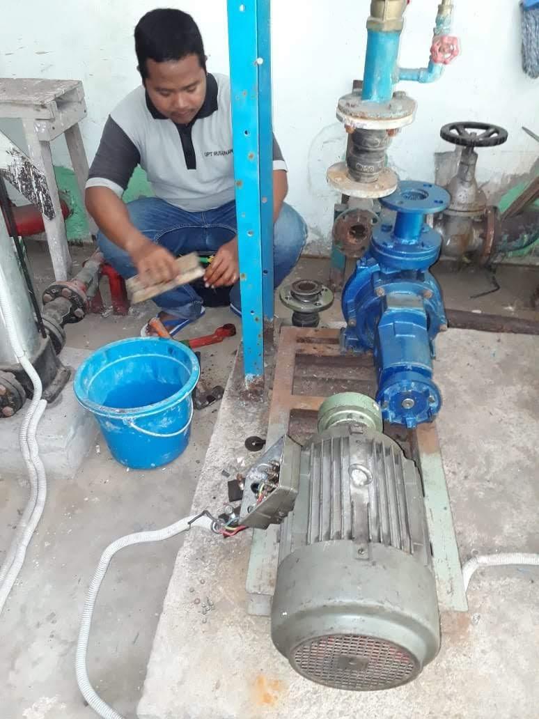 staf teknisi elektrik mekanik Rusunawa Sleman
