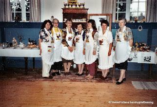 Photo: Bygdegården 1992 påsk. Fr vänster Monica Bernergård, Aina Folkesson, Barbro Rydberg, Irja Einarsson, Agneta Andersson, Margareta Unosson, Vanja Jansson