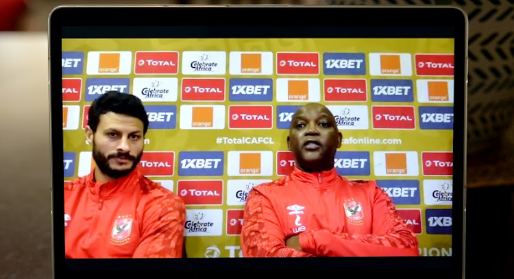 Al Ahly Captain Mohamed El Shenawy和Coach Pitso Mosimane在5月21日在开普敦的新闻发布会上。