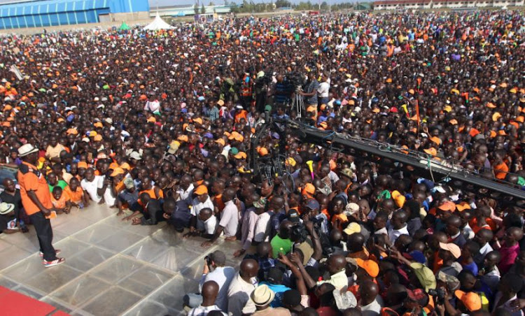 Kenyan opposition leader Raila Odinga, the presidential candidate of the National Super Alliance (NASA) coalition, addresses supporters during an election rally in Kisumu, Kenya August 3, 2017.