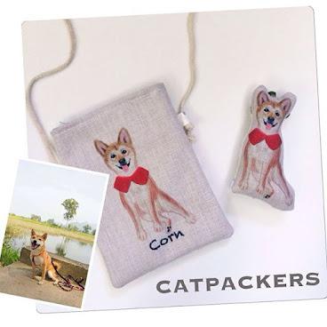 Custom made order 客人訂製: Cross body bag with zipper 時扣  是客人訂製給朋友的禮物, 還特別加上柴犬bb的名字:Corn 窩心又實用的禮物, 更是絕對的獨一無二  因為我們的設計圖是專屬於寵物主人的,所以客人們經常一訂就是整個系列的產品  獨一無二不僅僅因為手工差異, 而是僅為你一人而製的產品, 每隻毛孩更也是獨特的, 貓奴即使在一群同品種的貓貓中也會一眼認出自己的主銀吧  獨一無二寵物訂製,可製作抱枕,布袋,飾物等,不論製作多少件產品,設計費只收一次,  有意可wtsapp/line: 92733616