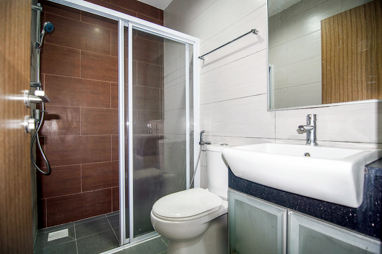 Family bathroom at Toa Payoh Apartments, Balestier
