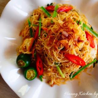 Tom Yam Fried Bee Hoon (Tom Yam Fried Rice Vermicelli) 东炎炒米粉