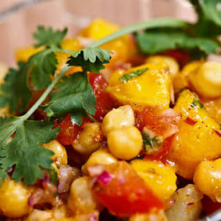 Quick-Cooking Vegan Skillet Curry Recipe with Spiced Chickpeas and Apricots