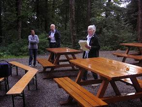 Photo: Margrit Siegrist begrüsst alle Gäste zum Grillabend.