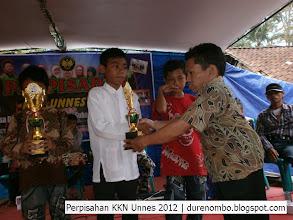Photo: Penyerahan piala kepada pemenang lomba Adzan oleh Bpk. Suyitno