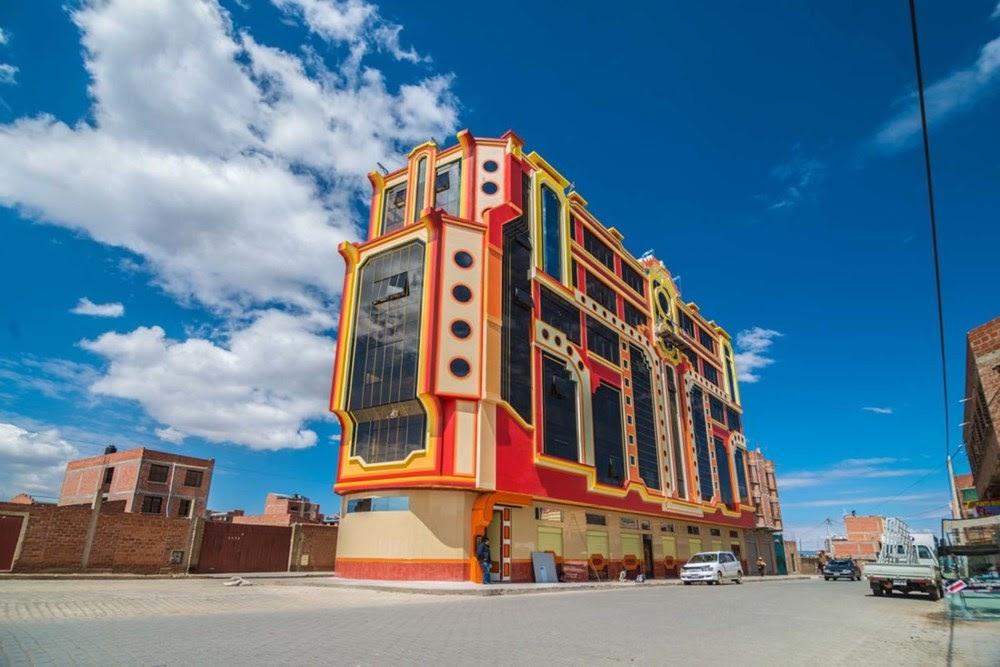 Cholets, a arquitetura colorida e inusitada de El Alto