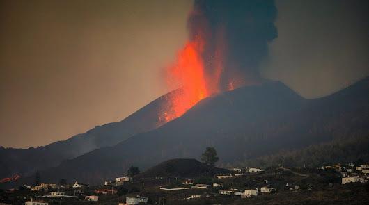 Se abre una nueva boca en el volcán de La Palma, la quinta activa