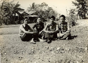 Photo: Từ trái sang: Ưng hồng Thu,Lâm văn Quen,Lư thanh Sơn & Lê hồng Điều (trại gà Lái Thiêu)