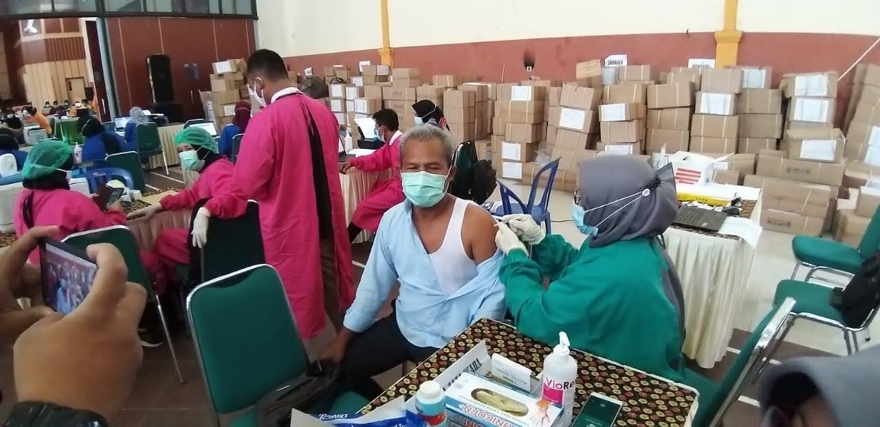 Jelang Pembelajaran Tatap Muka di Kab Madiun 9.037 Guru dan Tenaga Kependidikan Divaksin Covid-19