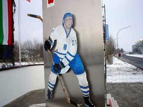Photo: Eishockeydenkmal Deilinghofen - Spieler Brüggemann