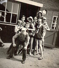 Photo: Kamp Lemele, vooraan Lodewijk Meijer 2e rij Seichien Oosting, Peter Zirkel(Duitse jongen uit Berlijn, was meerdere jaren logé bij Rudolf en Hillechien Lanjouw) Harm Jan Lanjouw, Hilje Schuiling, Bertha Rijnberg, en Harm Lanjouw 4e rij Hendrik Jan Zandvoort en Lute Enting Achteraan Aaltje Hilberts