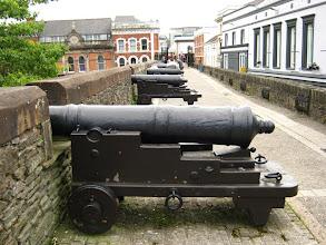 Photo: Sulle mura di Derry rimangono molti cannoni (foto Anna)