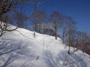 段差2m以上の雪庇(右端から乗り越える)