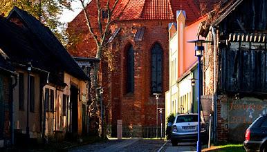Photo: Kirchengasse in der Kleinstadt Tribsees an der Trebel in Vorpommern
