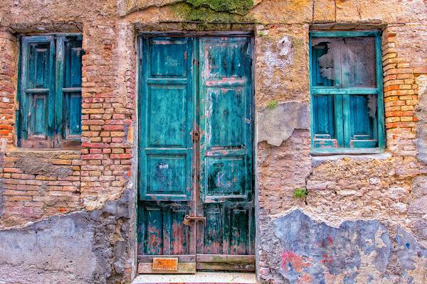 Surrealismo on the door di acastiglione