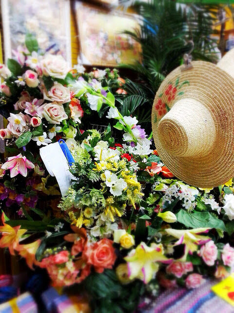Flowers, plastic flowers, on sale, Discount Shop, ten dollar shop, 10元店, 賣, 假花, hong kong, 香港