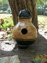 Photo: Udu Drum realizado integramente en calabaza, de gran sonido. Decorado con motivos africanos.