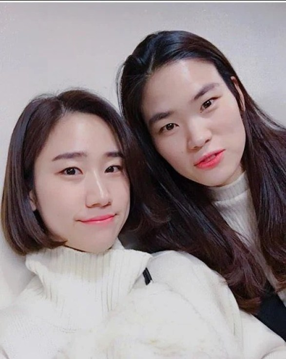 jinyoung sisters