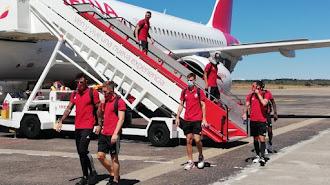 El Almería regresa este viernes en vuelo chárter.
